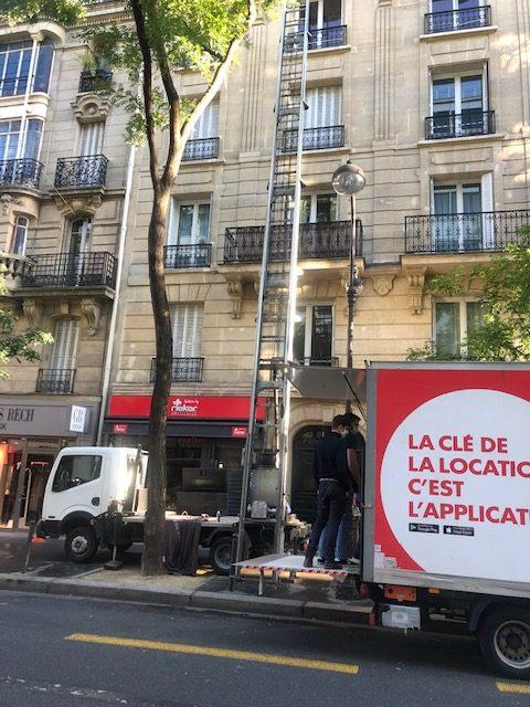 Déménager votre entreprise en immeuble Parisien grâce au monte meuble